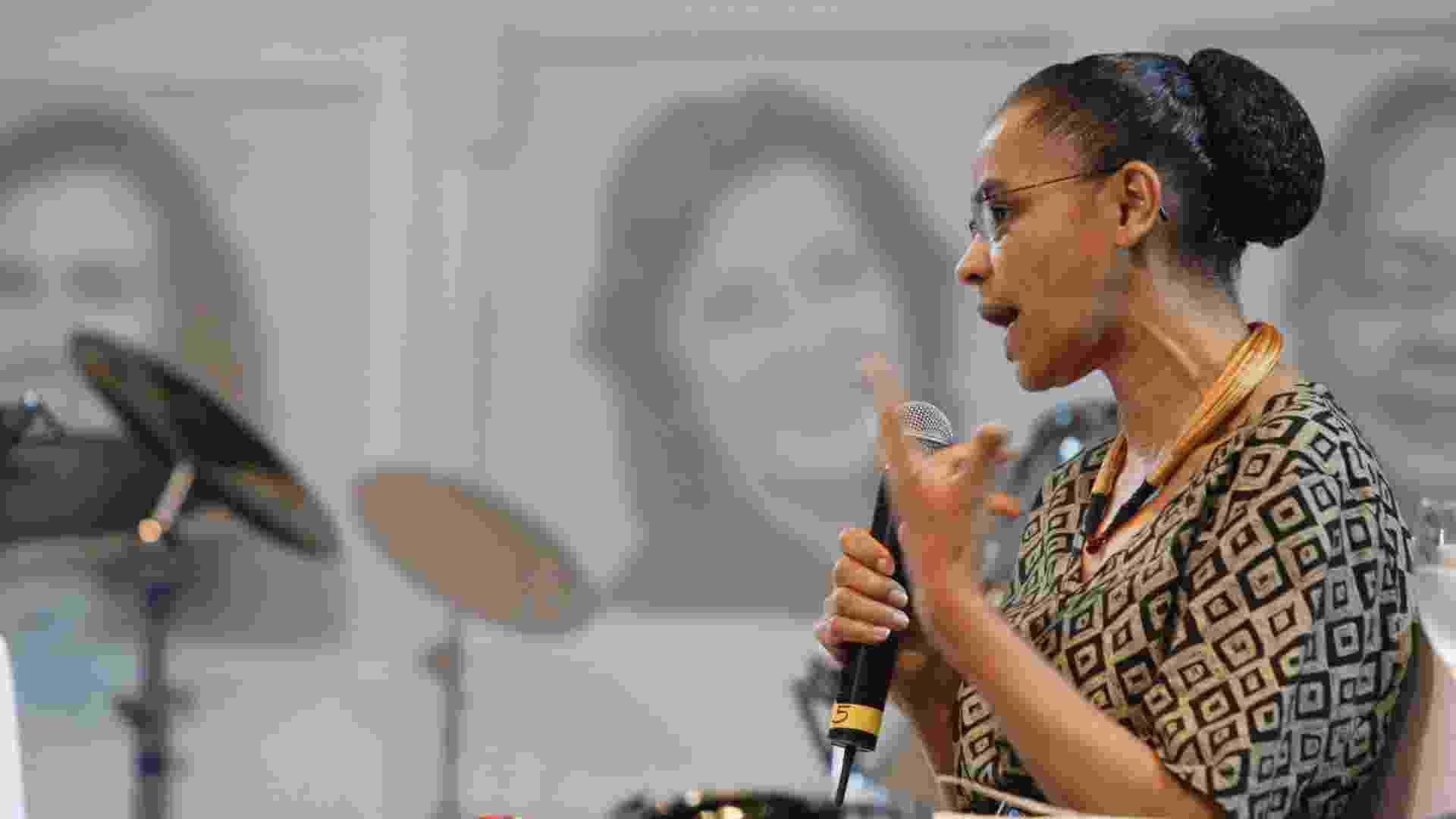 27.ago.2012 - A ex-senadora e ex-ministra do Meio Ambiente, Marina Silva, participa do 3º Fórum Nacional da Mulher Contabilista, durante o 19º Congresso Brasileiro de Contabilidade, no Hangar, Centro de Convenções e Feiras da Amazônia, em Belém, capital do Pará - Tarso Sarraf/AE