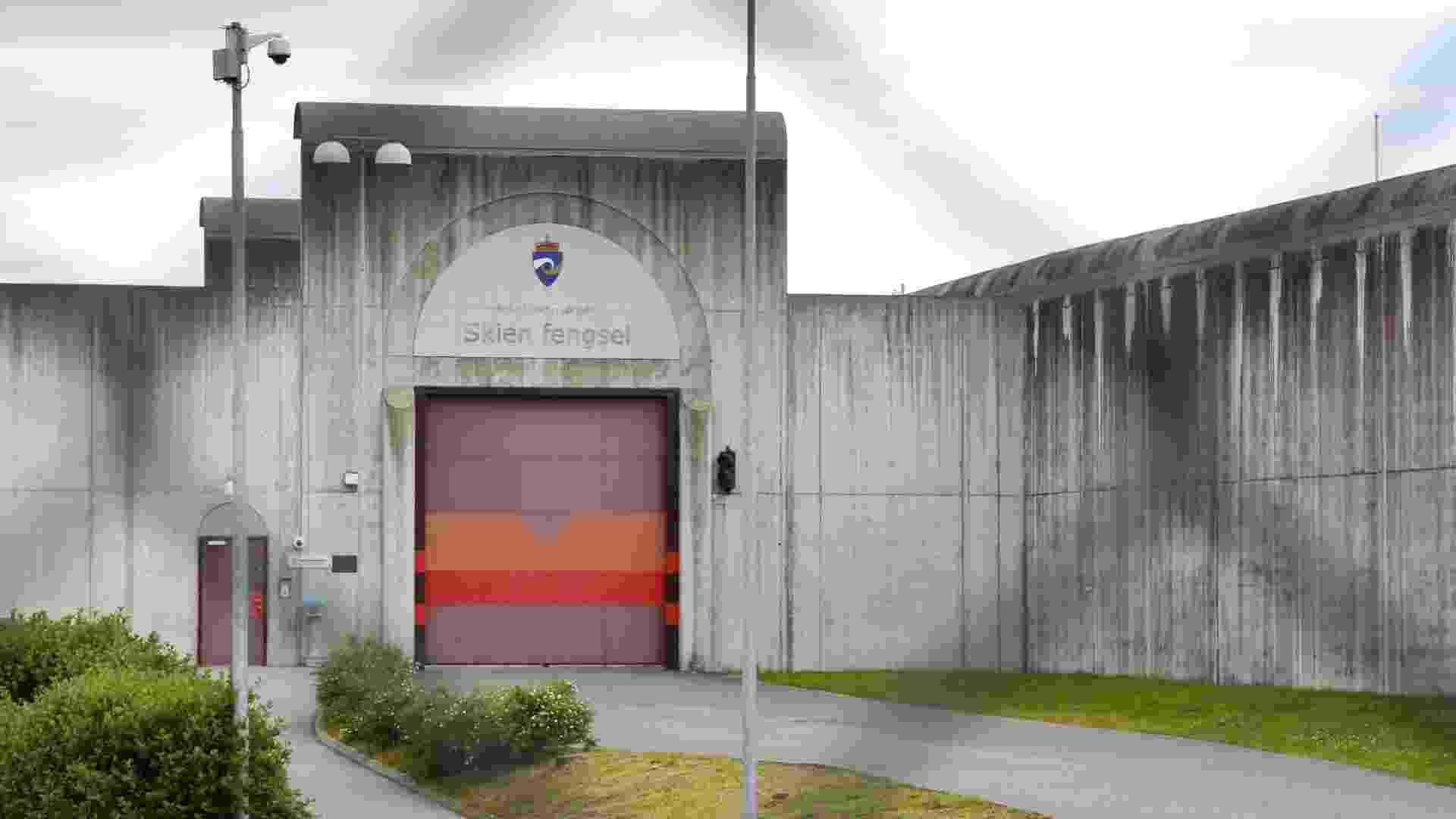 27.ago.2012 - Fachada da prisão de Skien, onde o autor confesso do massacare na Noruega, Anders Behring Breivik, vai cumprir a pena de 21 anos, a que foi condenado na sexta-feira (24). Ele foi considerad penalmente culpado pela morte de 77 pessoas em um ataque com bombas e armas de fogo em 2011 - undefined