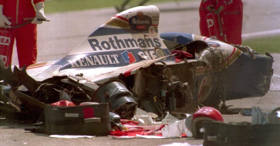 Carro de Ayrton Senna ficou destruído após acidente que vitimou o brasileiro