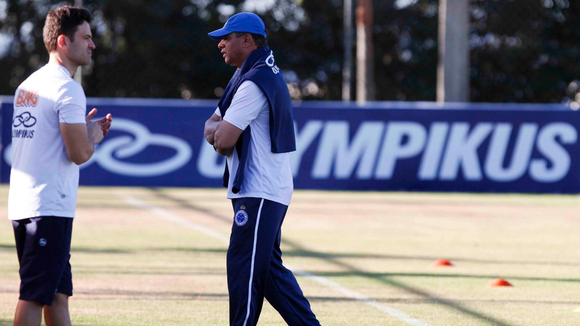 Celso Roth inicia os preparativos para o jogo com Atlético-GO (27/8/2012)