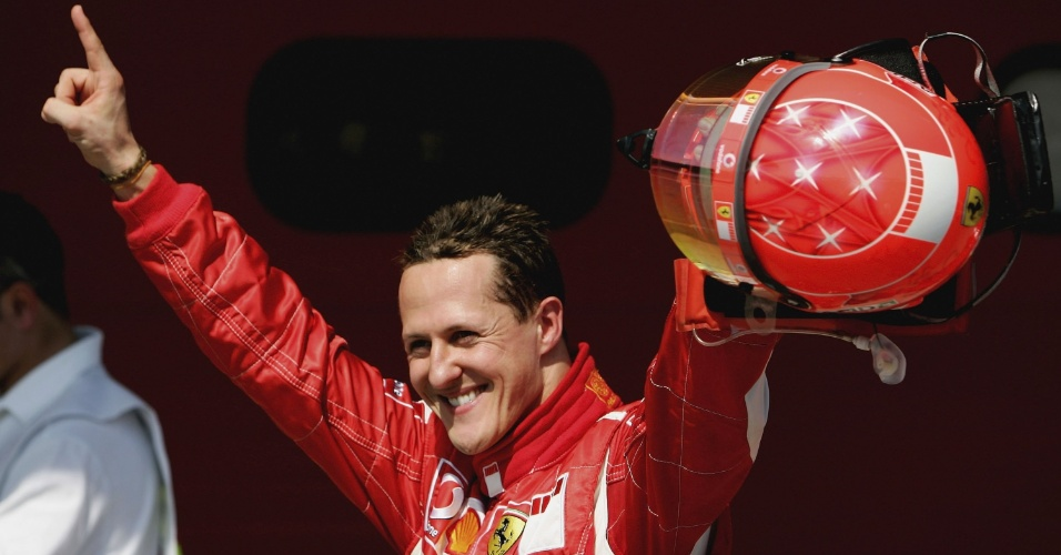 Michael Schumacher celebra a pole para o GP de San Marino de 2006
