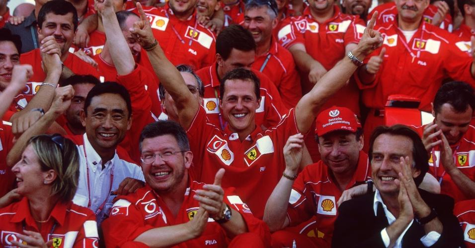Michael Schumacher comemora o título mundial de 2002