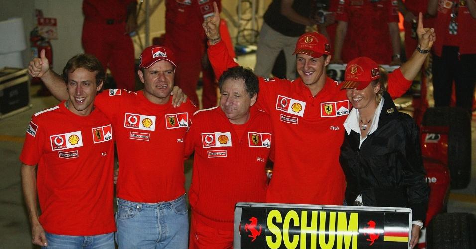 Michael Schumacher comemora o título mundial de 2003