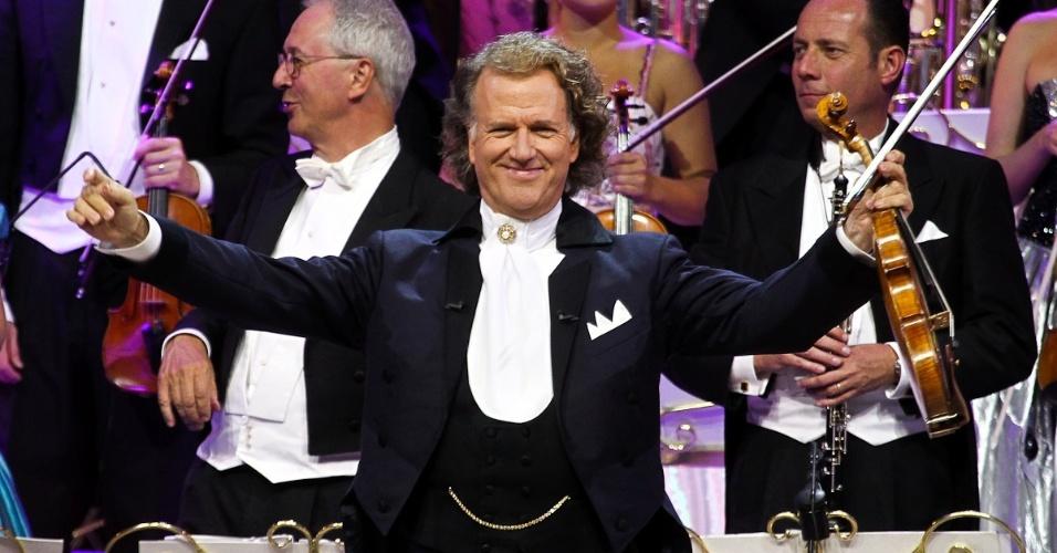 O maestro e violinista holandês André Rieu, durante uma de suas apresentações