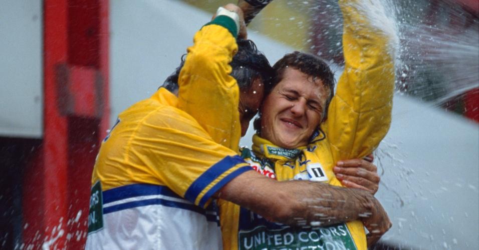 Schumacher comemora sua vitória no Grande Prêmio da Bélgica de 1992