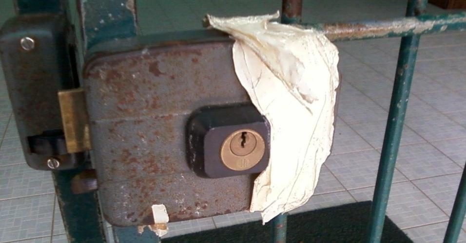 """27.ago.2012 - Segundo Isadora, os problemas começam """"na porta da escola"""""""