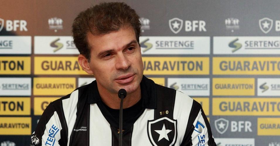 Túlio foi apresentado pelo Botafogo e tentará marcar o milésimo gol com a camisa do time carioca