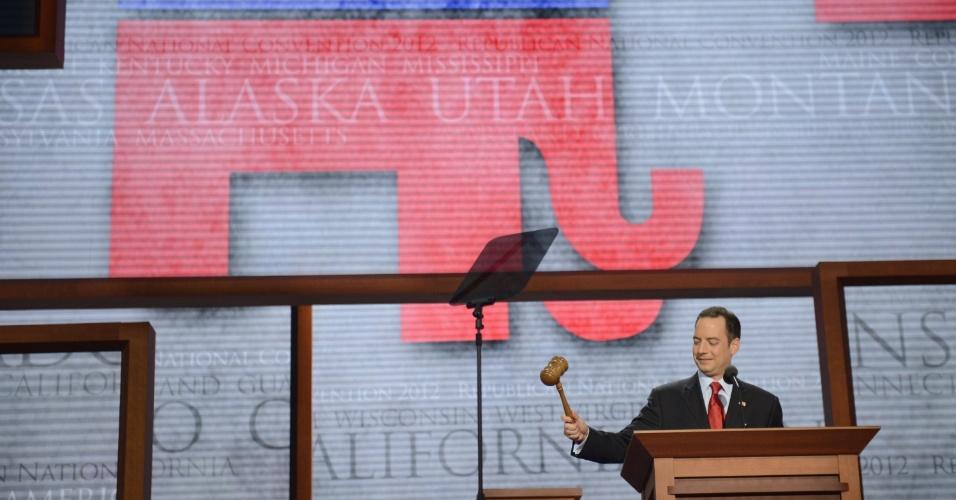 28.ago.2012 - O republicano Reince Priebus  abre a Convenção Nacional do Partido Republicano, realizada em Tampa, na Flórida (EUA)