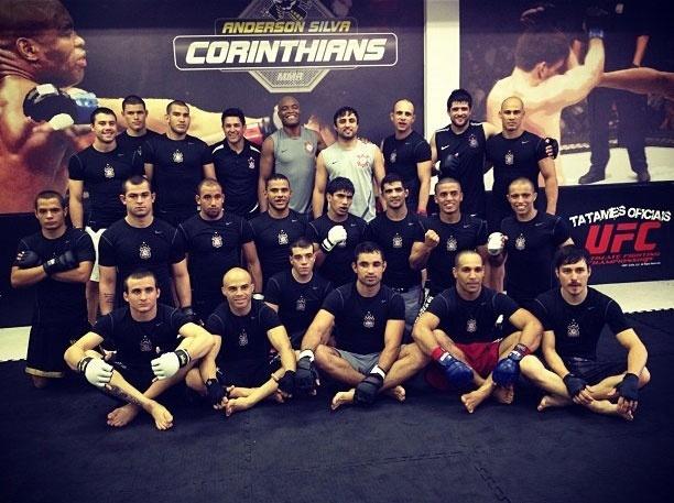 Anderson Silva participa de treino na academia do Corinthians, nesta terça-feira (28/08), em São Paulo