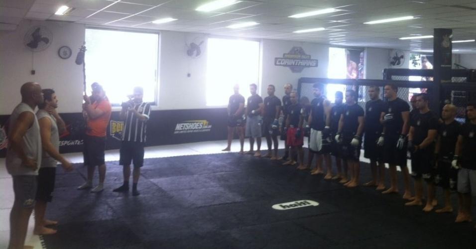 Anderson Silva participa de treino na academia do Corinthians, nesta terça-feira, em São Paulo