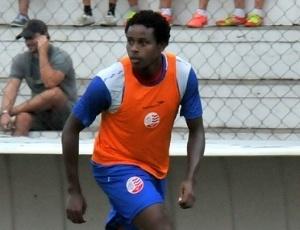 Volante Elicarlos renovou recentemente o seu contrato com o Náutico por mais duas temporadas
