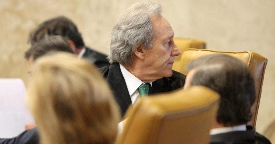 29.ago.2012 - O ministro Ricardo Lewandowski acompanha sessão da 5ª semana do julgamento do mensalão, nesta quarta-feira (29)