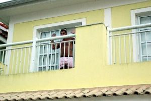 """Operação Catedral prende Alessandro Ferreira dos Santos (filho do contraventor Evandro Machado dos Santos, o """"Bedeu""""), em sua casa, no RJ"""