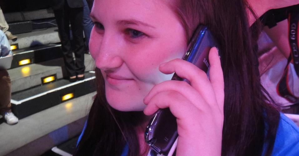 29.ago.2012 - Modelo exibe o Galaxy Note II, com tela de 5,5 polegadas. Aparelho é híbrido de smartphone e tablet