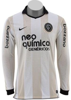 8114e34fb0 Camisa do Corinthians em comemoração ao centenário do clube  branco e  dourado é inovação