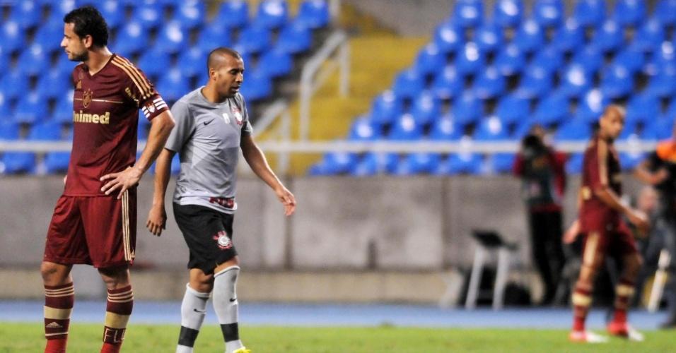 Fred e Emerson, desafetos declarados, lado a lado durante a partida entre Fluminense e Corinthians