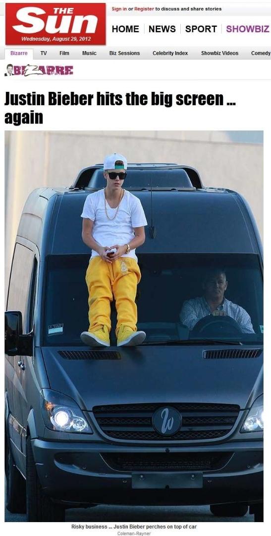 Justin Bieber se aventura do lado de fora de Mercedes em movimento (29/8/12)