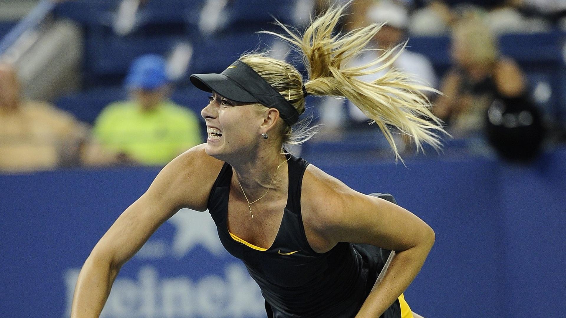 Maria Sharapova saca durante a partida contra Lourdes Dominguez Lino na 2ª rodada do Aberto dos EUA
