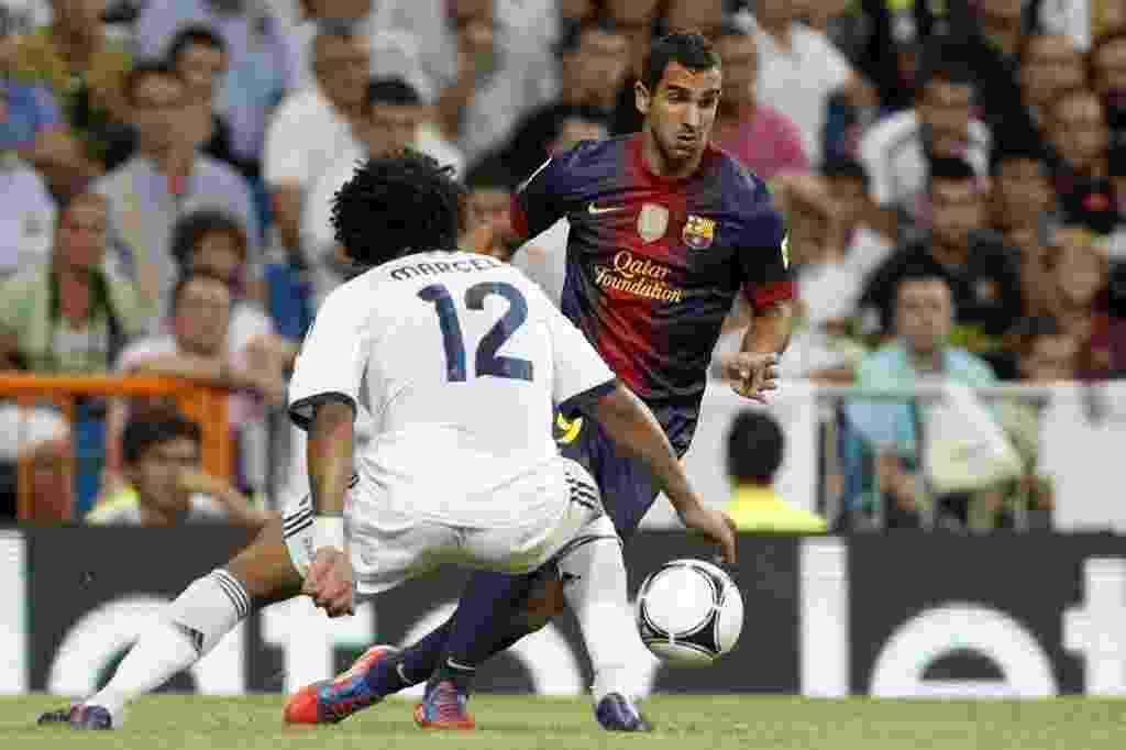 Martín Montoya, do Barcelona, tenta passar pela marcação do brasileiro Marcelo, lateral do Real Madrid - EFE/Javier Lizón