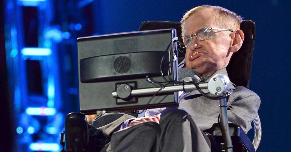 O físico britânico Stephen Hawking narrou um dos trechos da cerimônia de abertura da Paraolimpíada