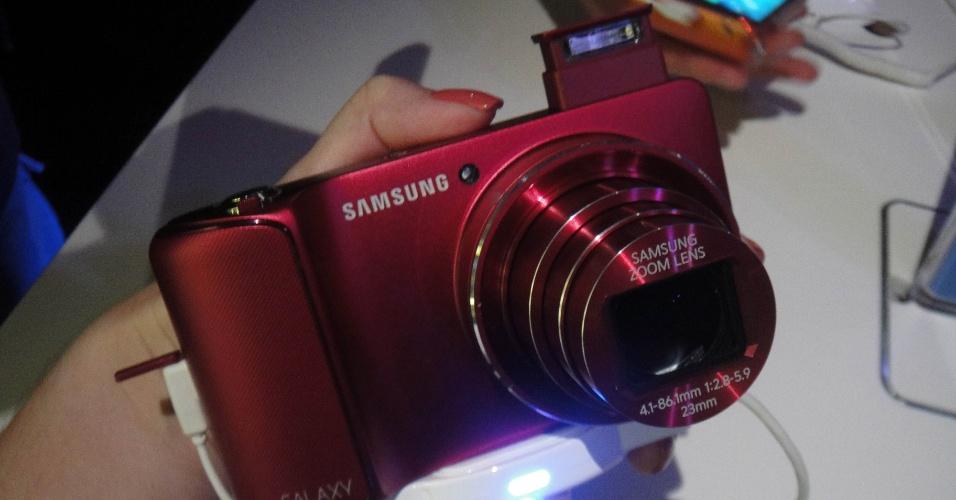 30.ago.2012 - Galaxy Camera é a primeira câmera digital fotográfica no mercado a usar o sistema Android 4.1 (Jelly Bean) e une a capacidade de capturar imagens de alta qualidade ao fácil compartilhamento na internet, graças à conectividade Wi-Fi, 3G e 4G