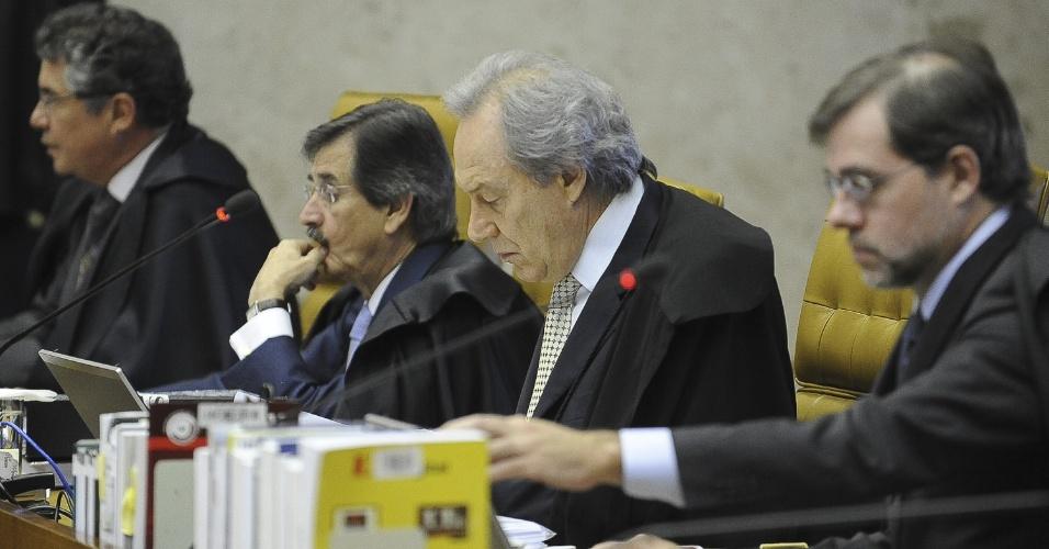 30.ago.2012 - Os ministros do Supremo Tribunal Federal (STF), Marco Aurélio Mello, Cezar Peluso, Ricardo Lewandowski, e José Antônio Dias Toffoli durante sessão desta quinta-feira (30) do processo do mensalão