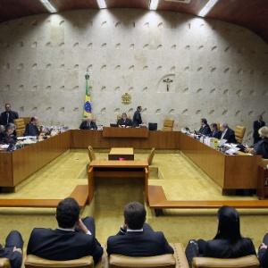 Plenário do STF durante a leitura do voto do ministro Ayres Britto, presidente do STF - Roberto Jayme/UOL