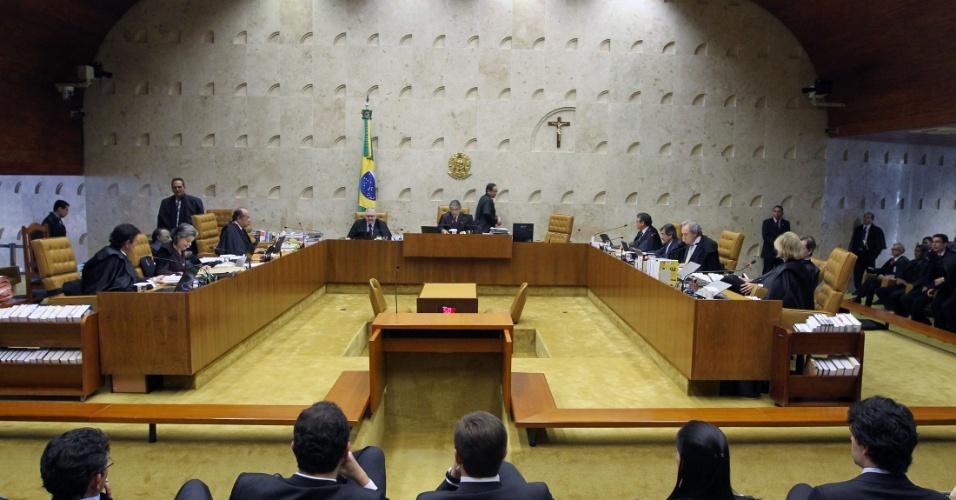 30.ago.2012 - Plenário do STF durante a leitura do voto do ministro Ayres Britto, presidente do STF, em sessão da 5ª semana do julgamento do mensalão, nesta quinta-feira (30)