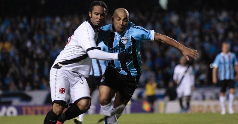 Anderson Pico (d) se firmou como lateral esquerdo titular do Grêmio (29/08/2012)