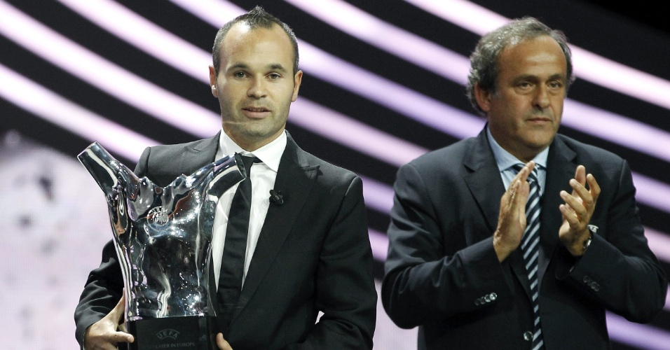Andrés Iniesta foi eleito o melhor jogador da Europa na temporada 2011/12