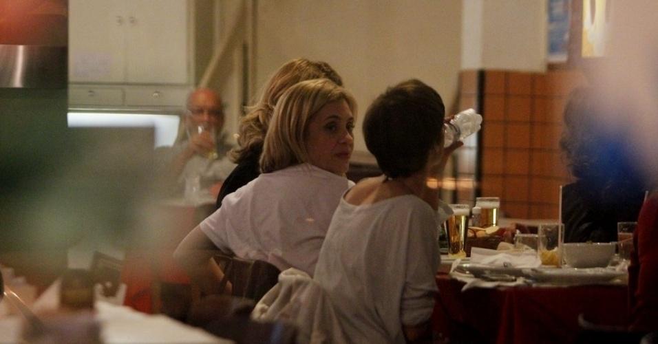 """Atrizes de """"Avenida Brasil"""" aproveitaram a folga para jantar em um restaurante do Rio de Janeiro (29/8/12)"""
