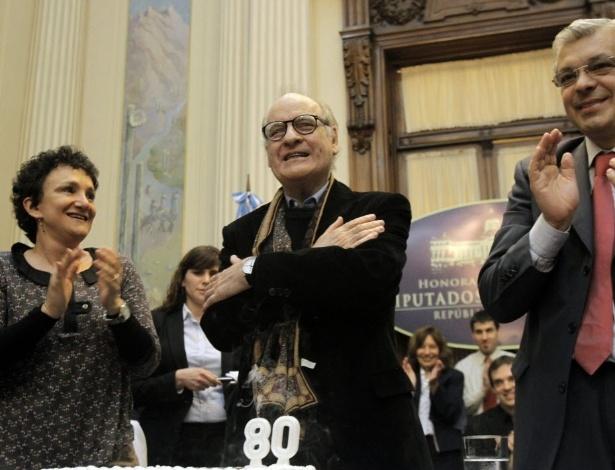 Batizado Joaquín Lavado, Quino nasceu em 17 de julho de 1932 na cidade de Mendoza, e desde então recebe homenagens por diversas cidade do país