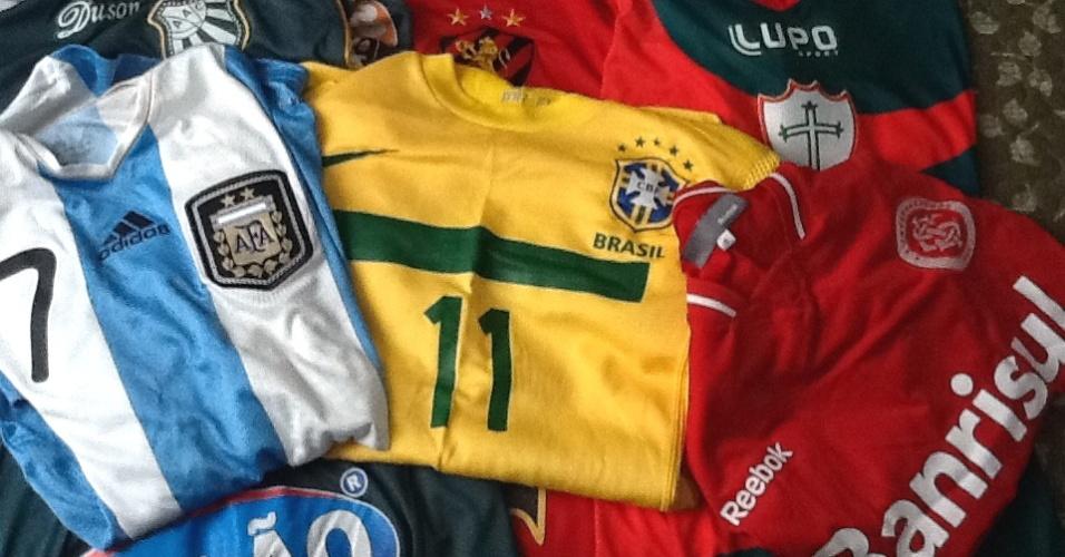 Coleção de camisas do meia argentino Montillo, do Cruzeiro