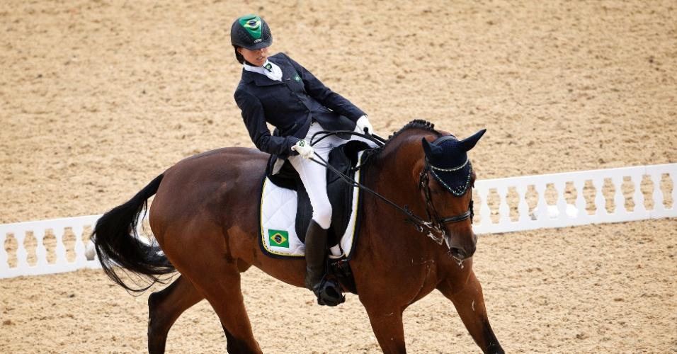 Elisa Melaranci compete no hipismo dos Jogos Paraolímpicos de Londres; brasileira competiu por equipes grau II
