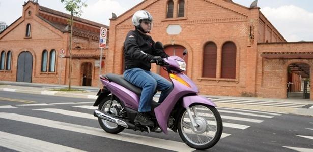 Honda reedita Biz com motor de 100cc e carburador: simplicidade para conquistar mulheres - M.Maranhão/Infomoto