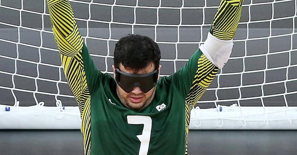 Jogador brasileiro comemora após marcar na partida contra a Finlândia na estreia do Goalball da Paraolimpíada de Londres