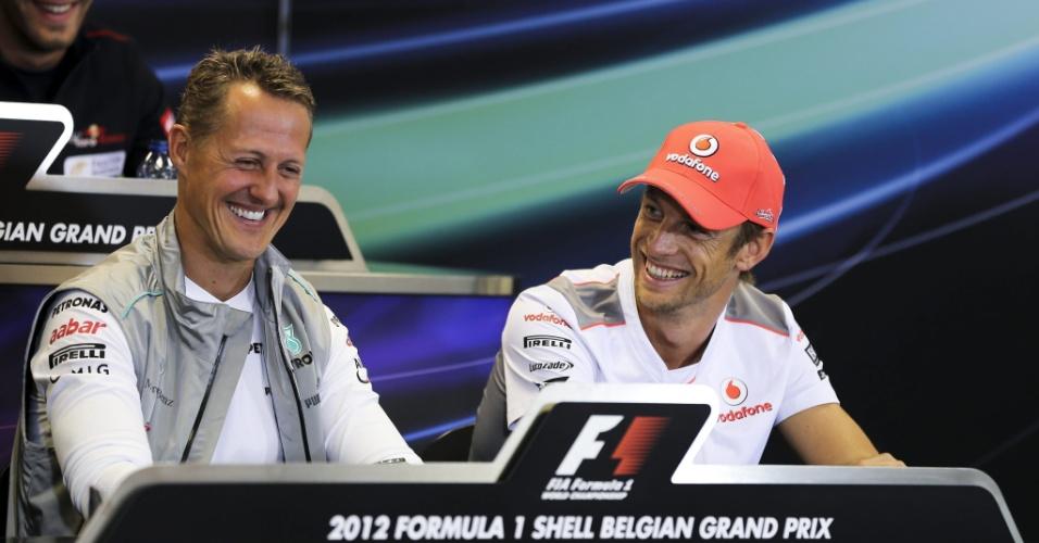 Michael Schumacher e Jenson Button participam de entrevista coletiva antes dos treinos na Bélgica