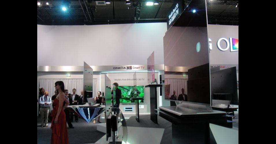 Televisores ultrafinos da LG que usam tecnologia OLED estão na IFA 2012. Os aparelhos, de 55 polegadas, já haviam sido apresentados na CES 2012, feira em Las Vegas, e têm 4 mm de espessura