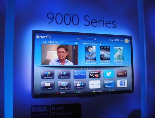 30.ago.2012 - Na foto, um aparelho TV 3D de LED da série 9000, da Philips, com 46'' e 60''. A linha oferece acesso à internet, permitindo fazer pagamentos com apenas um clique -- como na compra de filmes online, por exemplo. Outra proposta da Philips é que as pessoas tuítem o que estão vendo diretamente do aparelho. Preço e disponibilidade não foram divulgados