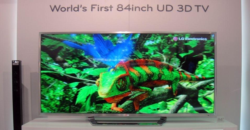 TV 3D UD da LG é, segundo a fabricante, o maior aparelho em sua categoria. A tela, de 84 polegadas (cerca de 2 metros), é imensa e exibe imagens em três dimensões e em 'ultradefinição'