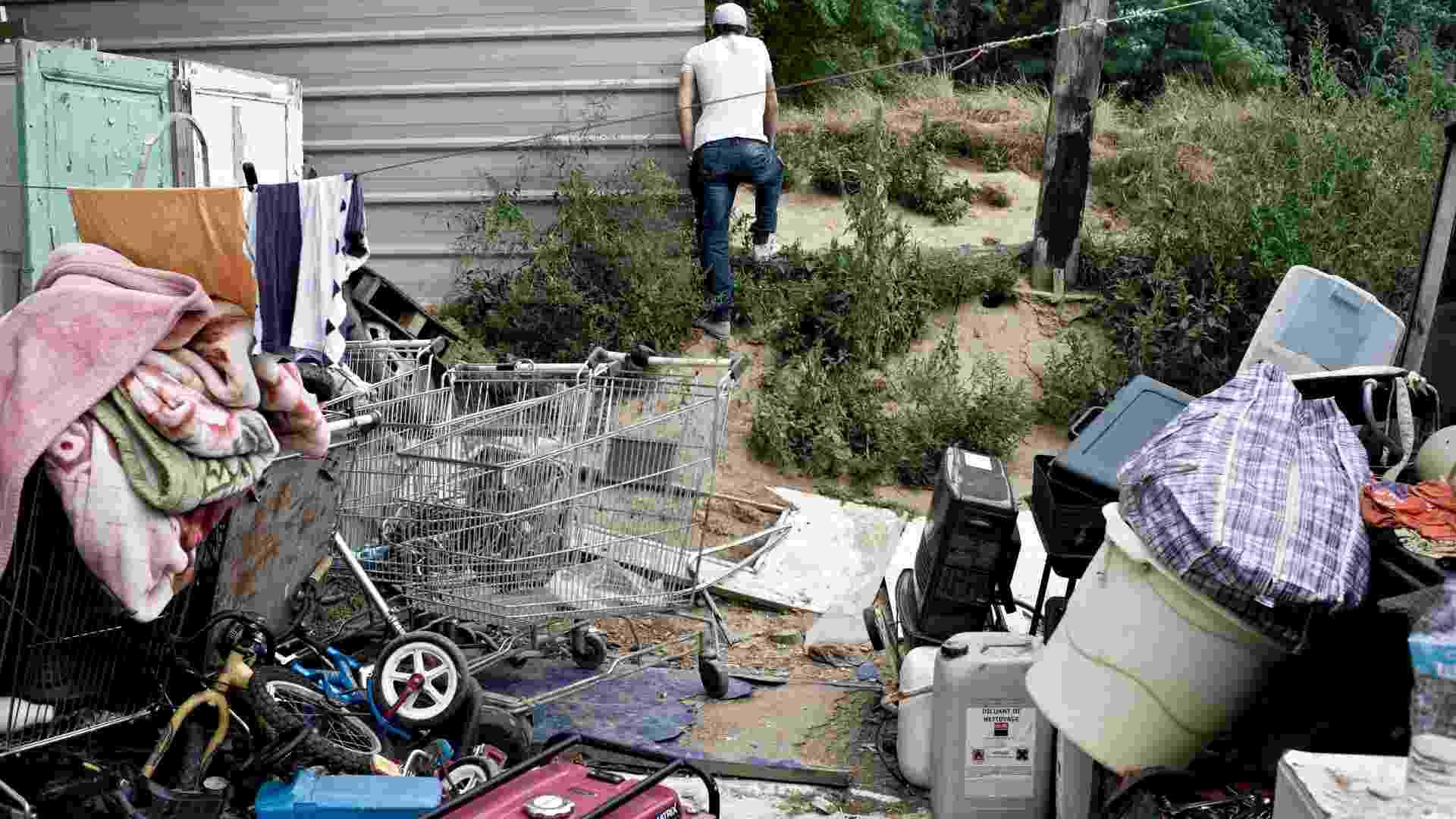 31.ago.2012 - Acampamento cigano em La Courneuve, na França - Corentin Fohlen/The New York Times