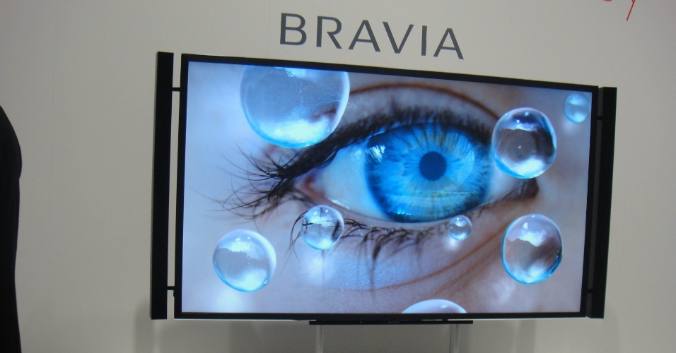 31.ago.2012 - Também na linha de TV 3D com ultradefinição, a Sony apresentou na IFA 2012 um protótipo da Bravia com 84 polegadas e 4.000 pixels. O modelo, segundo o fabricante, pode exibir imagens em 2D ou 3D. Ao contrário do aparelho da LG, a Bravia ainda é um modelo de testes, sem preço e data de lançamento definidos