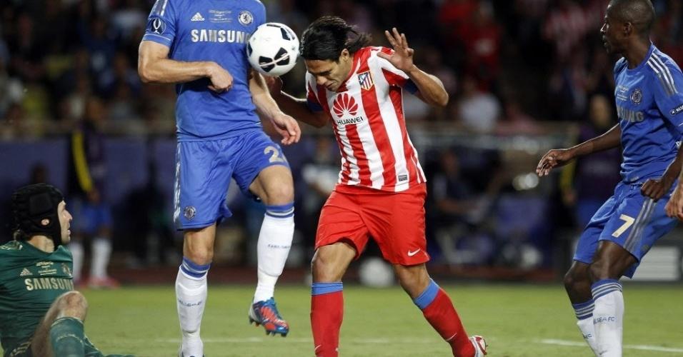 Falcao ainda teve a chance de fazer mais um gol, mas falhou na cabeçada de frente para o goleiro Cech