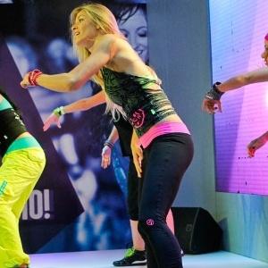 Os instrutores de Zumba Fitness ensinam aos alunos as coreografias da dança - Fernando Donasci/UOL