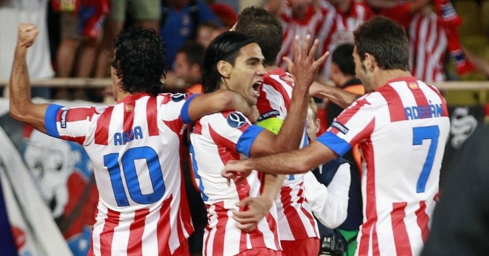 O Atlético de Madri começou melhor a partida diante do adversário e abriu o placar logo aos 6 minutos com Falcao Garcia. Ele comemorou muito com os companheiros