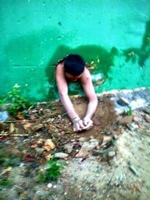 Um detento da cadeia pública de Guaraciaba do Norte (320 km de Fortaleza) tentou fugir por um buraco e acabou entalado