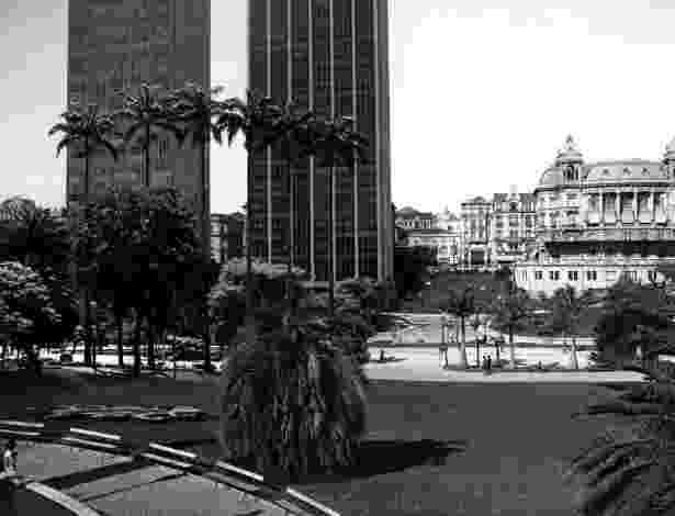 O Vale do Anhangabaú a partir da Praça Ramos de Azevedo em 1920 e em 2012 - Marcelo Zocchio/Divulgação
