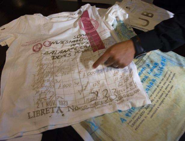 """Filho de Pablo Escobar, mostra camiseta da marca """"Escobar Henao"""", inspirada no narcotraficante - AP/Eduardo Di Baia"""