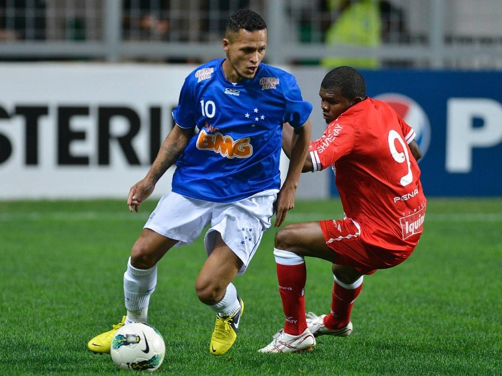 No duelo entre Cruzeiro e Náutico, o meia Souza ganhou mais uma chance como titular e foi o responsável por armar as jogadas para a dupla Wallyson e Borges