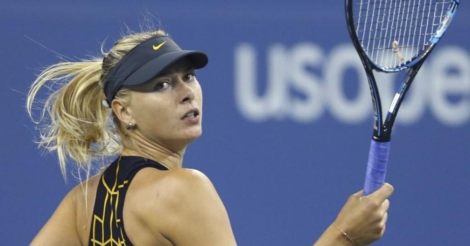 No duelo noturno, a russa Maria Sharapova enfrenta a compatriota Nadia Petrova. A musa mostra desenvoltura e não perde o charme nem durante os pontos